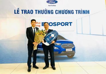 """Trao tặng khách hàng giảI thưởng chương trình """"mua Ecosport trúng Ecosport"""""""